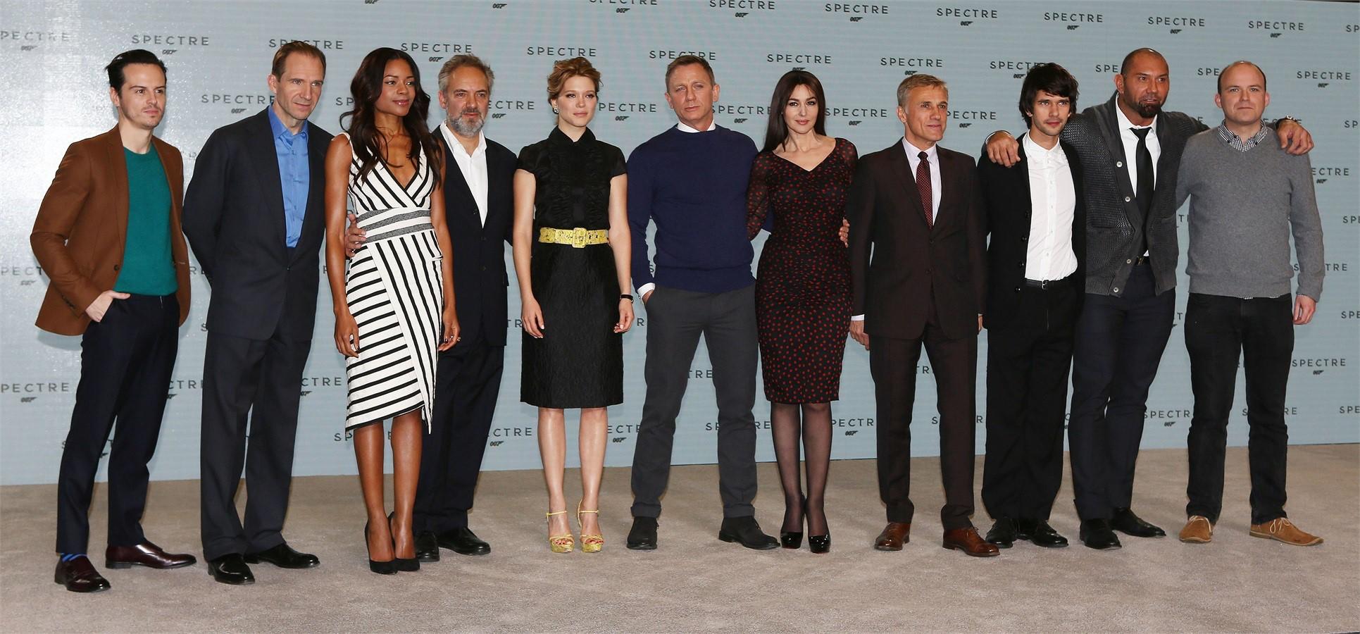 Cast Spectre 007